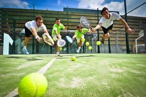 Premiera în Cluj: lansare padel – cel mai nou și mai distractiv sport de echipa al momentului. Cursuri gratuite deinițiere!
